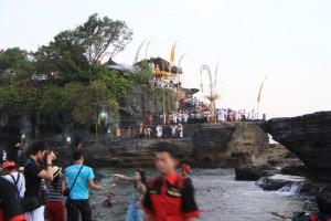Бали. Танах Лот храм на острове.