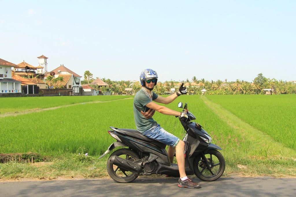 Бали. Передвижение на байке по острову.