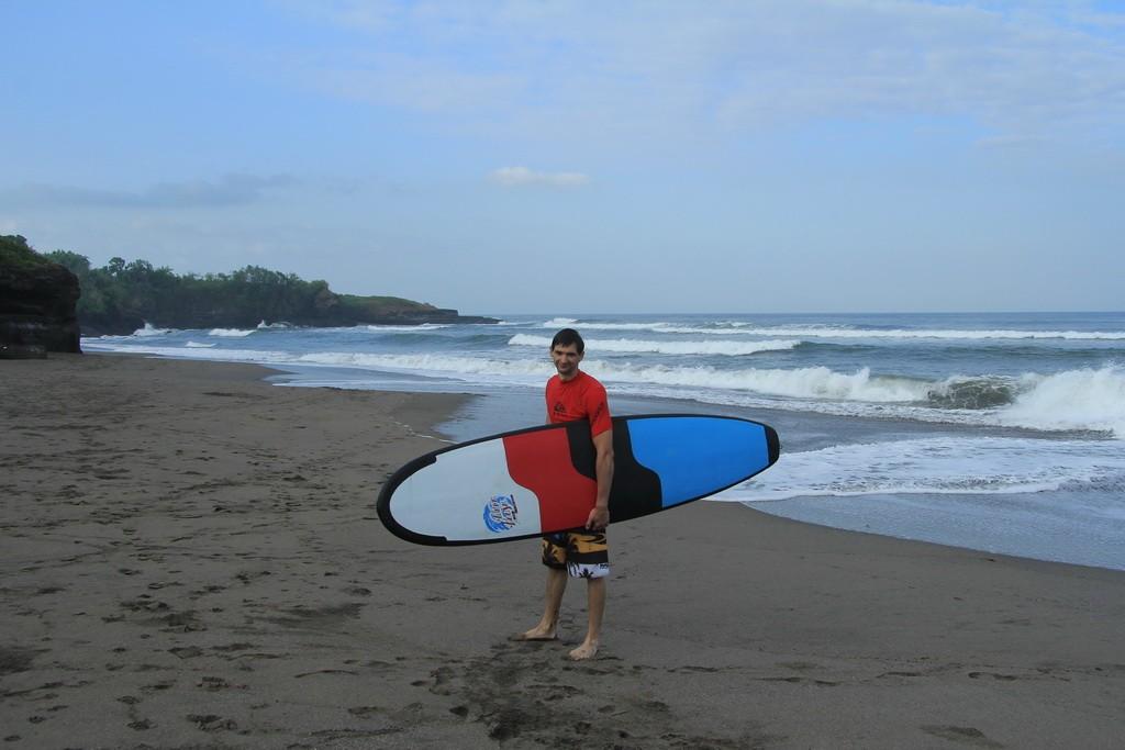 Бали. Довольные лица начинающих серферов.