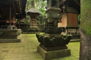 Лес обезьян в Убуде. Внутренний дворик храма.
