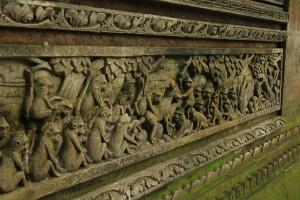 Лес обезьян. Изображения обезьян на стенах храма.