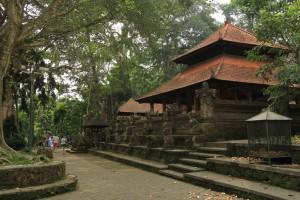 Храм в лесу обезьян.