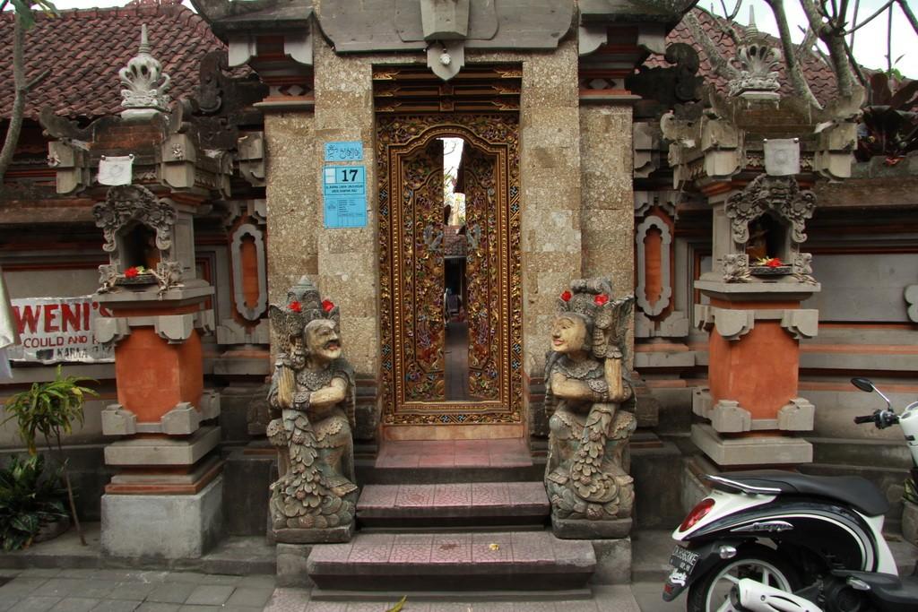 Ворота небольшого бутик отеля в Убуде.