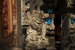 Убуд. Балийские скульптуры.
