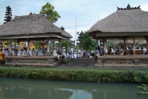 Внутренний дворик балийского храма.