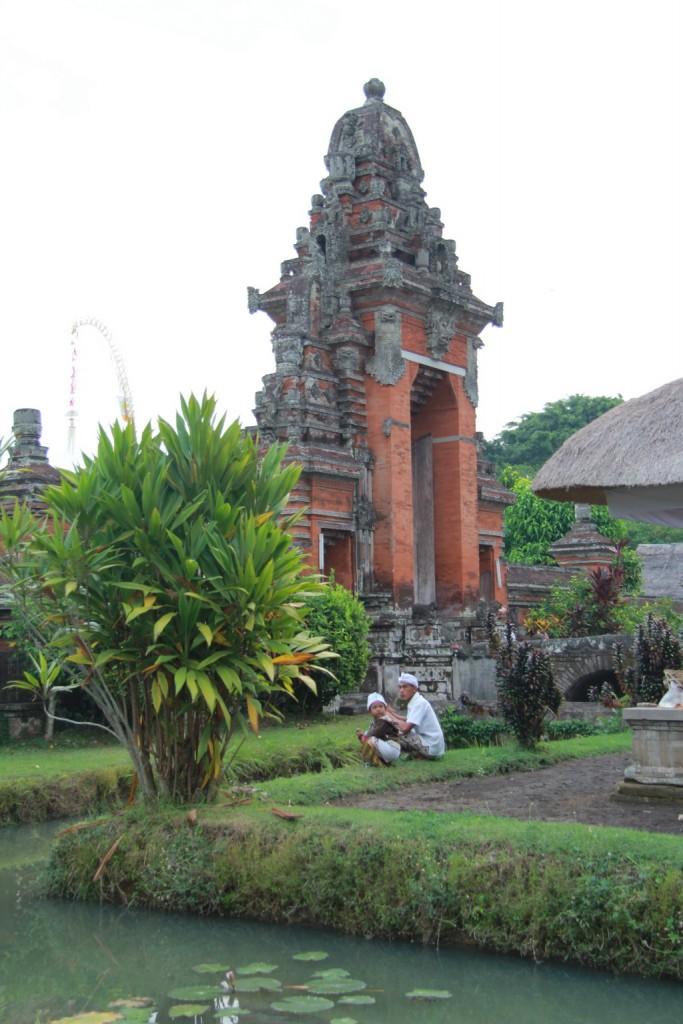 Традиционные ворота в балийский храм.