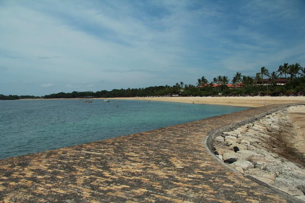 Нуса Дуа. Место отдыха пакетных туристов.