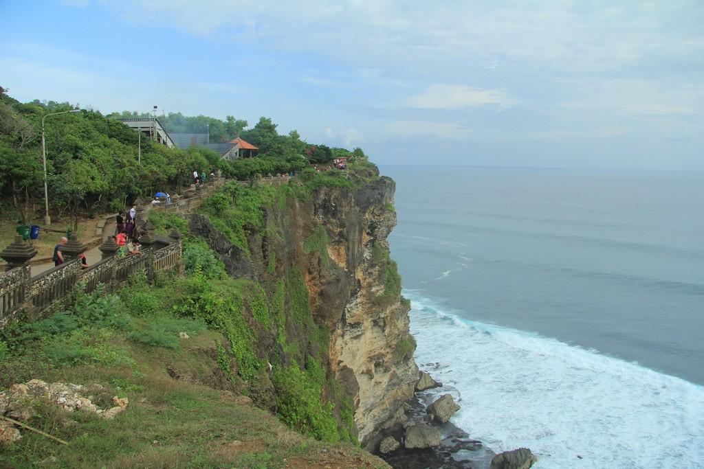Бали. Скалы храма Улувату.