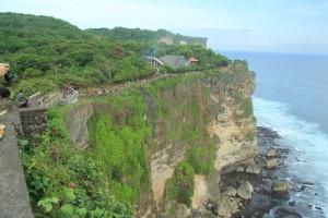 Бали. 70-метровые скалы храма Улувату.