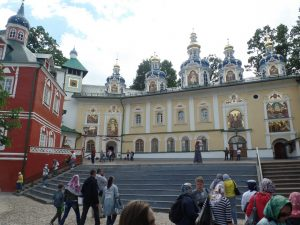 Успенский храм Псково-Печорского монастыря.