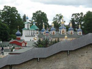 Панорамный вид на Свято-Успенский Псково-Печерский монастырь.