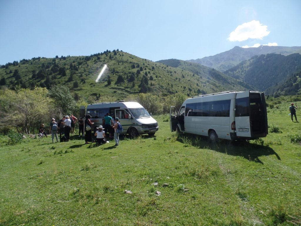 Маршрутки привезли туристов. Киргизия.