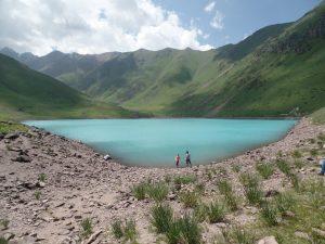 Озеро Коль-Тор летом.