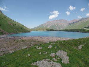 Озеро Коль-Тор в Кыргызстане.
