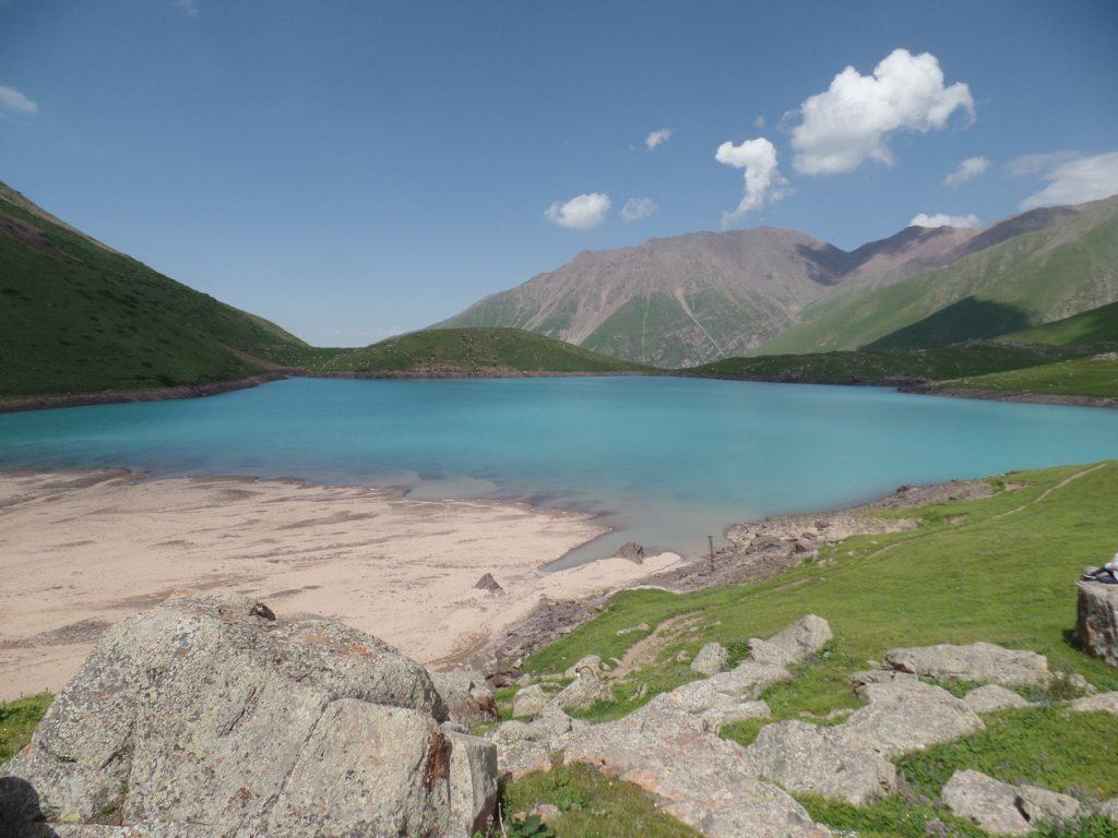 Кол-Тор. Высокогорное озеро.