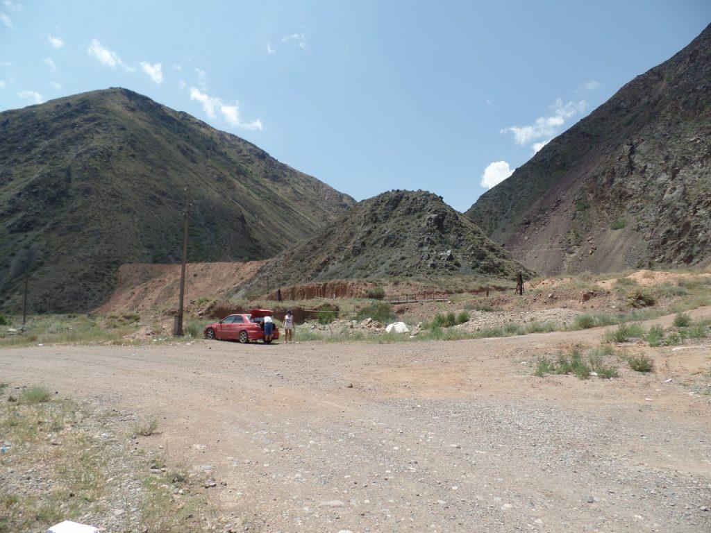 Поворот на каньоны Конорчек. Парковка.