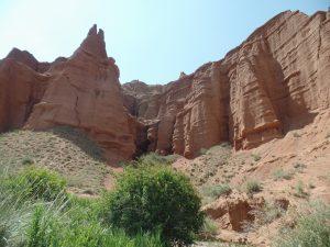 Глиняные каньоны в Кыргызстане.