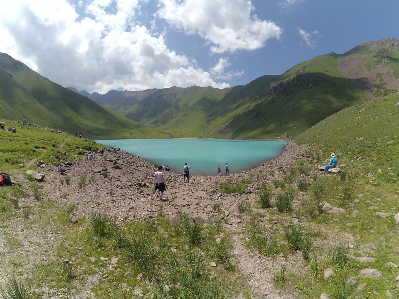 Озеро Коль-Тор в ущелье Кегеты