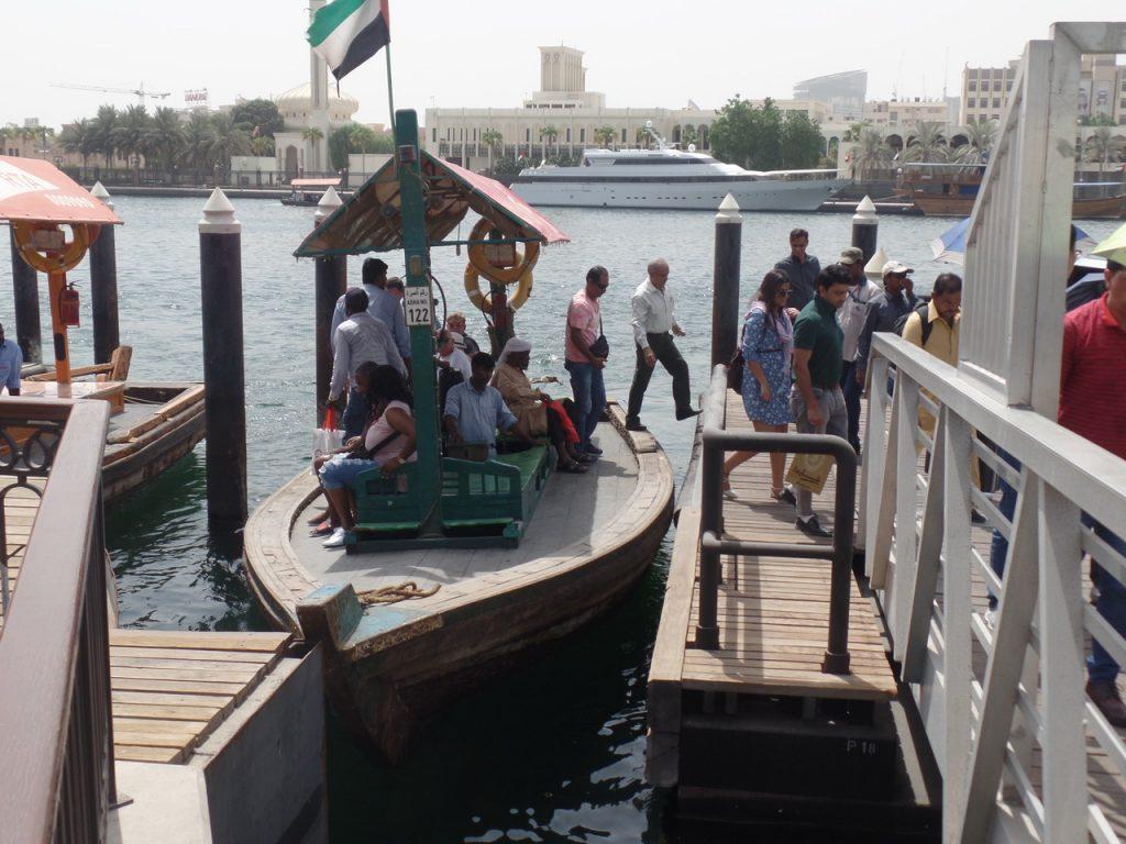 Лодочки на переправе через Дубай крик