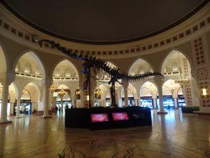 Динозавр диплодок в Дубай молле