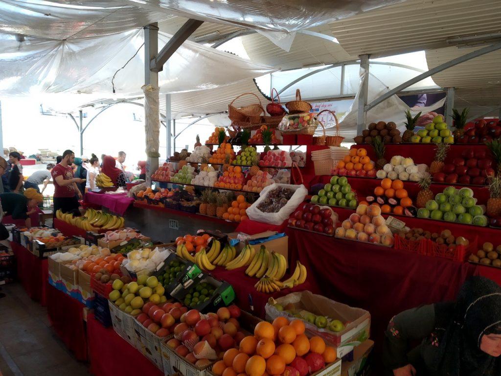 Торговые ряды базара Чорсу в Ташкенте.