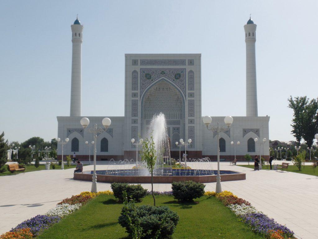 Белая мечеть Минор в Ташкенте