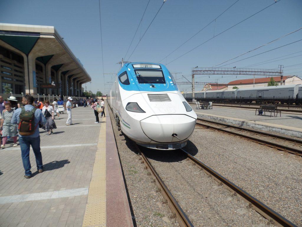 Скоростной поезд Афросиаб