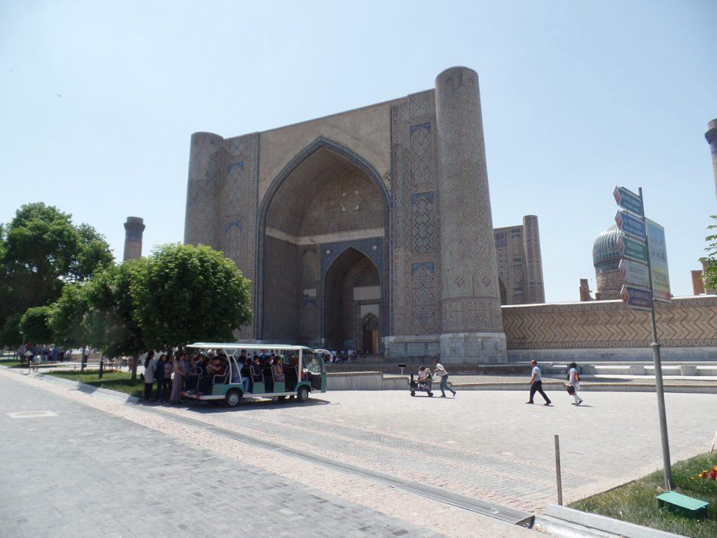 Входной портал мечети Биби-Ханым