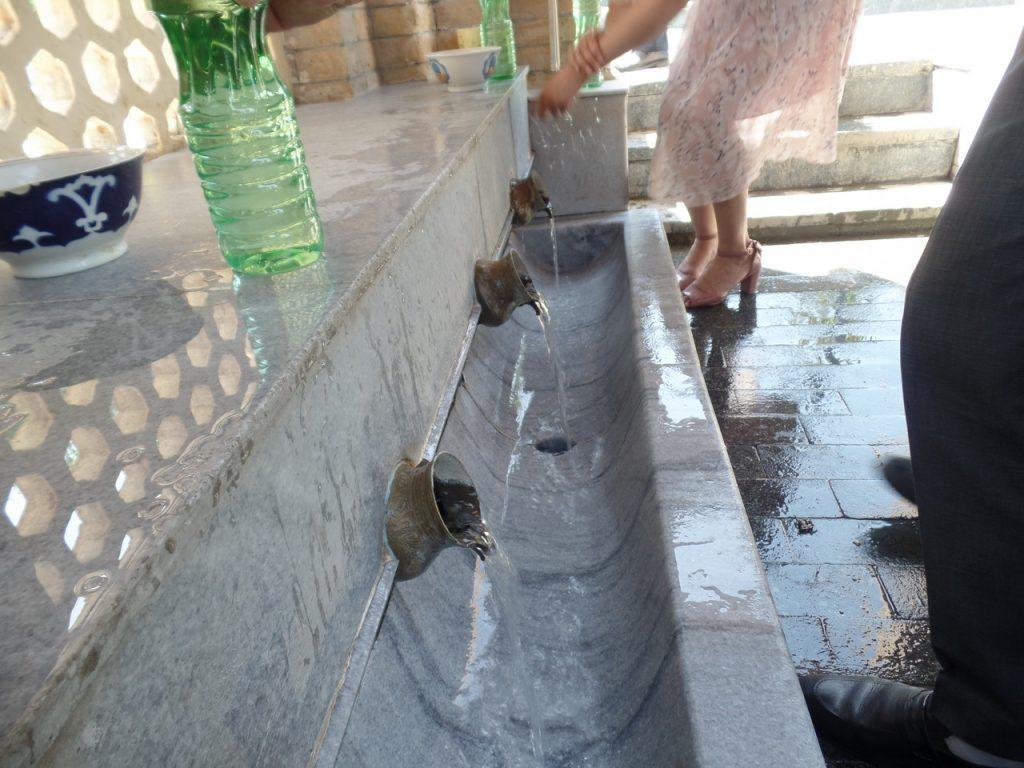 Целебная вода источника Ходжа Дониера