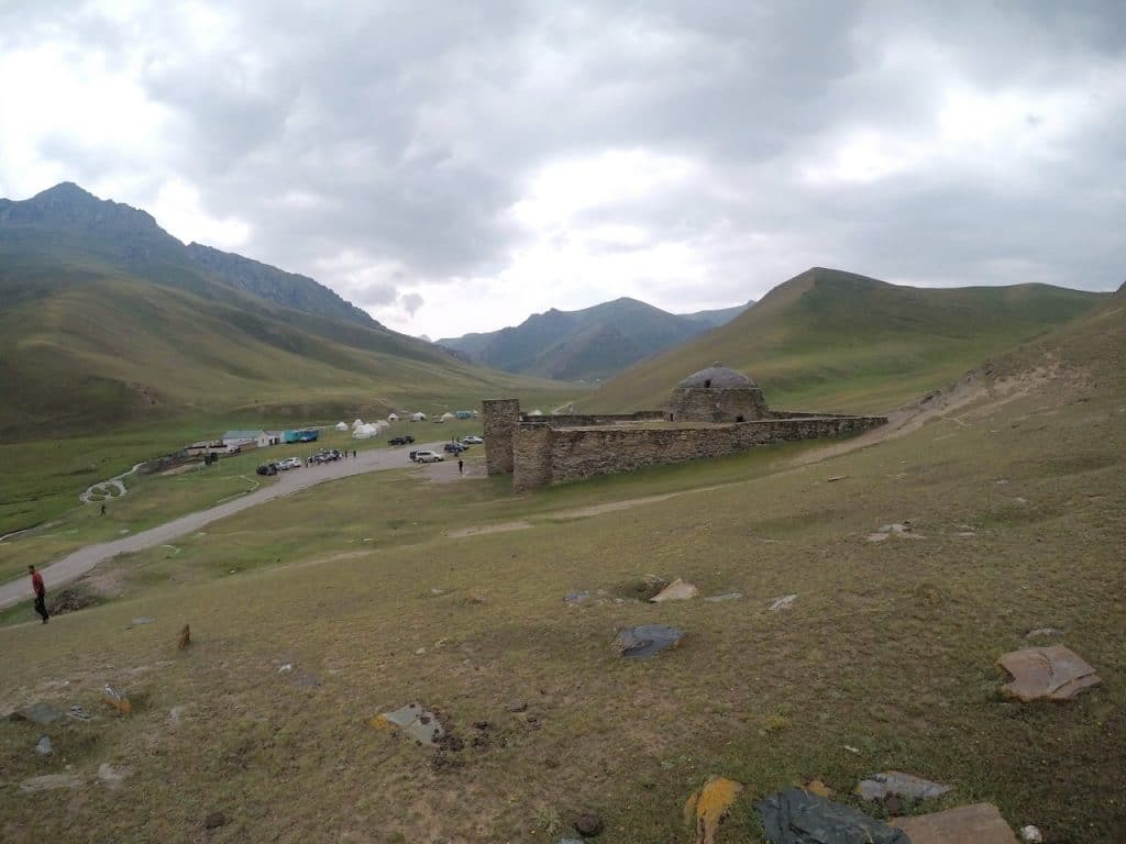 Таш-Рабат древняя крепость в Киргизии.