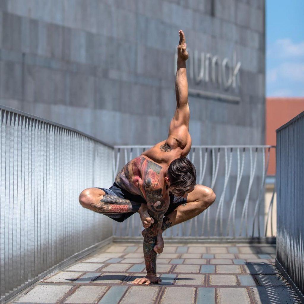 Дилан Вернер - пример идеального тела для йога